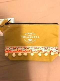 日本Cosmetic Bag Khaki Colour 卡其色民族風 化妝袋,便利雜物袋