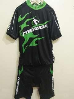🚚 MERIDA全新男生自行車套裝 車裝 衣+褲一套
