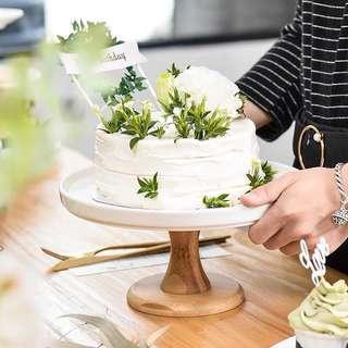 Classic Ceremic Cake Dessert Stand in White