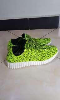 Sepatu Daphne Yeezy