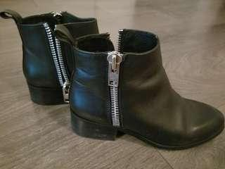 Steve Madden black booties 7.5