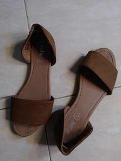 Sepatu sendal flat
