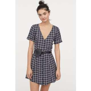 🚚 H&M V-neck dress