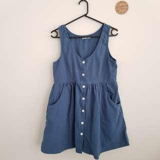 Sleeveless button up dress - Size 10