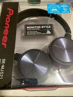 🚚 Pioneer Stereo Headphones SE-MJ521