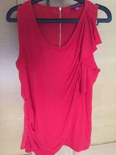 🚚 Vince Camuto sleeveless top.