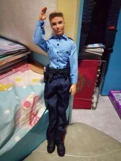 Barbie 男朋友 Ken 警察制服