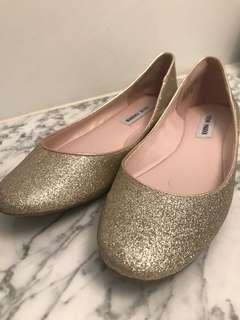 Steve Madden US8 gold glitter flats