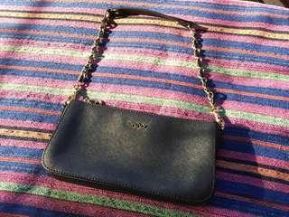 ✧ DKNY Black Textured Leather Sling Bag ✧