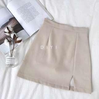 🚚 (郵寄含運)米白開衩A字裙 開叉裙 短裙