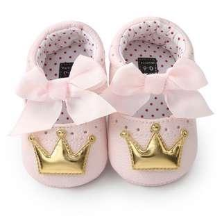 🚚 pink and gold crown shoe