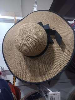 Topi pantai buat liburab