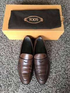 TOD'S咖啡色皮鞋