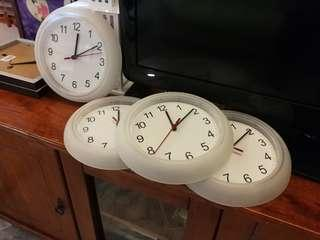 4x wall clocks