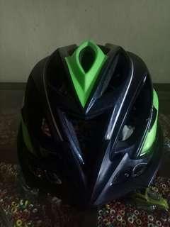 Helm sepeda nuke head