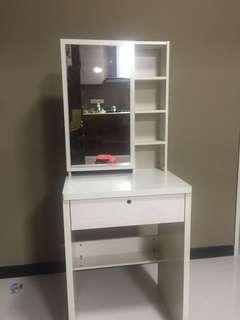 🚚 Dressing Table with stool