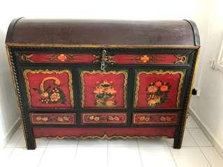 Beautiful antique Chinese cabinet