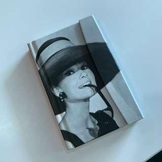 Audrey Hepburn Tenuea