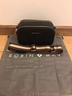100% authentic Robin May sling bag for let go!!