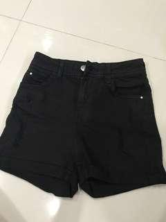 🚚 black ripped high waisted shorts