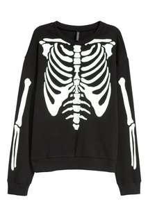 🚚 black skeleton sweater