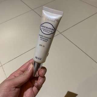 Loccitane reine blance illuminating uv shield spf sunscreen