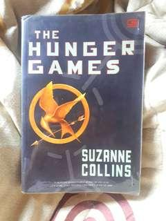 Novel The Hunger Games by Suzanne Collins