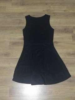 🚚 Black Skater Dress