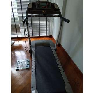 🚚 SALE! Treadmill sparingly used, good working condition
