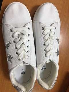 Sepatu sneakers h&m masih baru belom di pake
