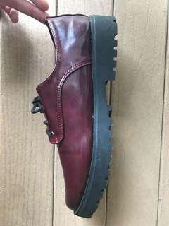 🚚 Lightly worn Dr Martens-esque maroon Oxford shoes