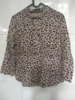 Kemeja Leopard executive size M