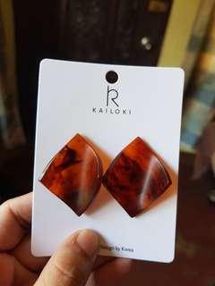Macq's Acrylic Marbled Earrings