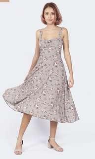 🚚 Blair wears midi dress