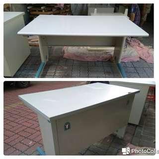辦公桌120*70*75(有插座)一批.台南市區免運費