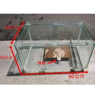擁有快排與溢流孔 魚缸 3 x 2 x 1.5尺  有8缸  魚缸 面 90公分    寬  60   高 45公分 有8缸   陳先生 0918-055-025  面交:香山交流道