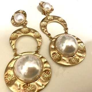 🚚 浮誇珍珠貴氣夾式耳環