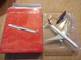 Model Airplane Turkish Airlines B777-300 (1:400)