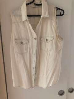 🚚 Button down top sleeveless white wash
