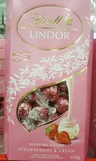 🚚 瑞士蓮LINDOR 草莓奶油風味巧克力 600公克-吉兒好市多COSTCO代購