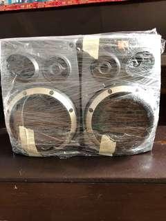 speaker 1 pair