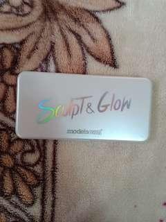 Sculpt and Glow Highlighter Palette