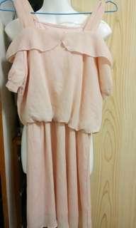 🚚 粉色雪紡露肩洋裝