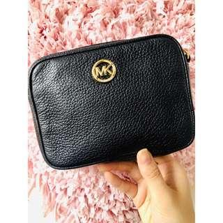 Authentic• Michael Kors crossbody bag 👜