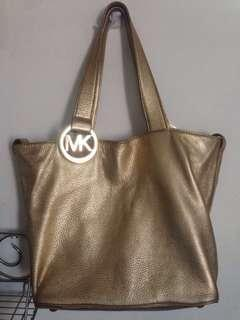 MK Bag Original Michael Kors 10 Pics 3,500 LP