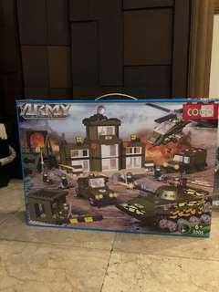 Cogo Military series Armoured car Helicopter tank 961 pcs blocks