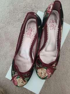 Floral Shoes (花花鞋)