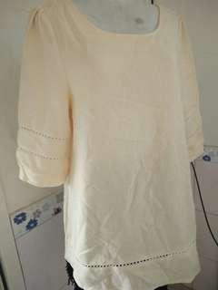 背後拼接燒花蕾絲 鏤空設計 氣質 短袖長版上衣