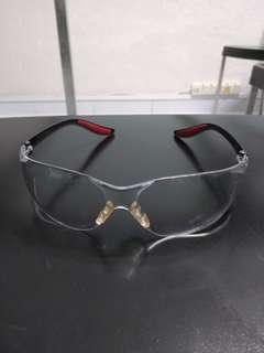 🚚 Clear glasses