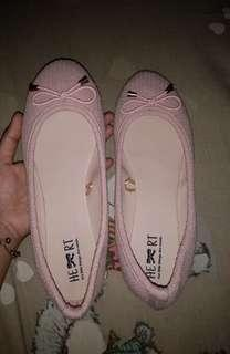 Flatshoes The little Things she needs